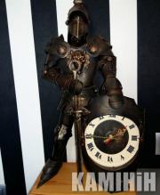 Аксесуар Лицар з годинником в класичних обладунках 60 см.
