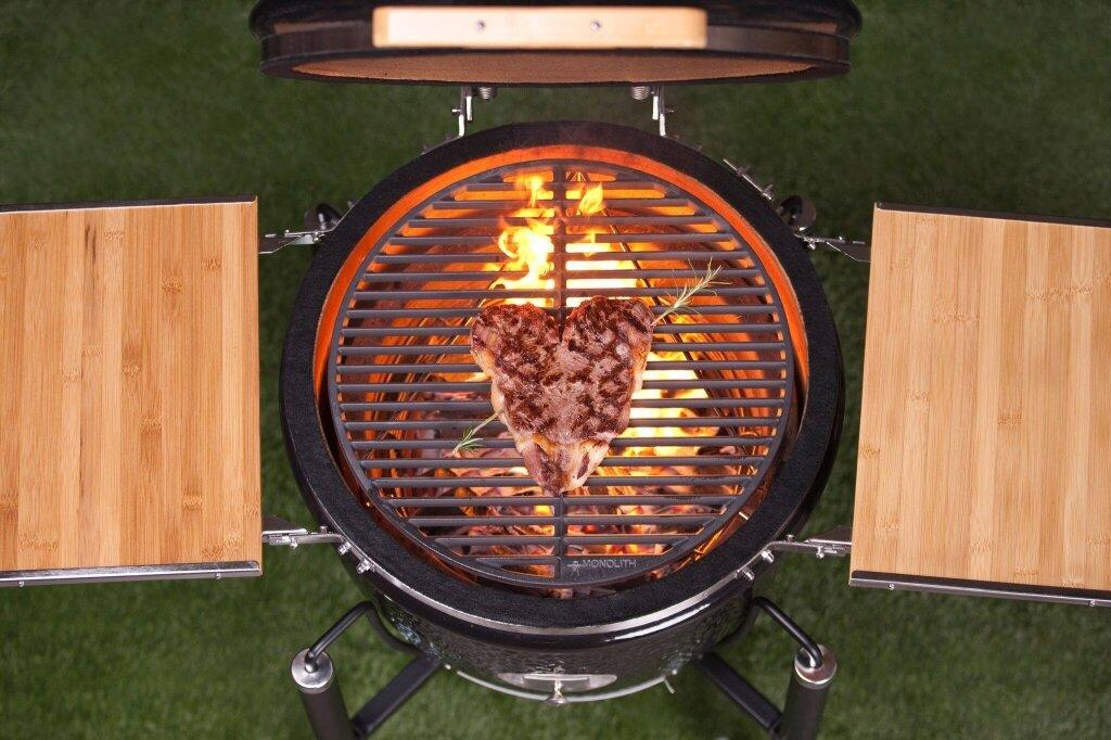 Керамический гриль Monolith Classic BBQ GURU PRO-SERIES 1.0 на ножках